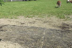 KRAIBURG LOMAX Lochmatte aus Gummi stabilisiert Naturboden z.B. auf der Weide