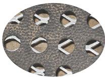KRAIBURG CaBoMat Lochmatte aus Gummi auf Metallgitter in Kälberbox - Großaufnahme