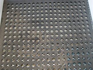 KRAIBURG CaBoMat Lochmatte aus Gummi auf Metallgitter in Kälberbox