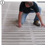 Spaltenboden wird vermessen zur Maßfertigung von KRAIBURG Spaltenbodenauflagen aus Gummi