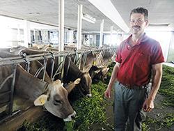 Karl Wyrsch, Landwirtschaftliche Schule Arenenberg, Schweiz, Praxisbericht 10 Jahre KRAIBURG KURA Laufgangbelag im Milchviehstall