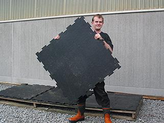 KRAIBURG KURA P Laufgangmatte aus Gummi im Milchviehlaufstall, Betrieb Kartop, Skara, Schweden
