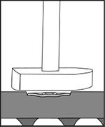 Nageldübel bzw. Schrauben prüfen ob sie gleichmäßig versenkt sind: mit Hammer darüber streifen