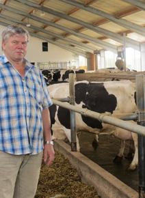 waldemar Dietrich, Betrieb Prösen, berichtet Positives über den Klauenzustand seiner Kühe auf KRAIBURG abrasiven Gummimatten