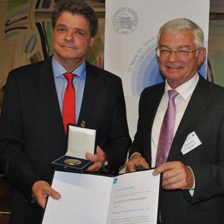 Verleihung der Max-Eyth-Gedenkmünze für Engagement in Richtung Tierwohl und moderne Landwirtschaft an Martin Klinger, Gummiwerk KRAIBURG