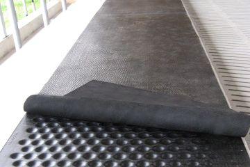 KRAIBURG Weichbett LongLine Stallmatten-Rollenware (Bahnensystem) aus zwei Schichten für Liegeflächen