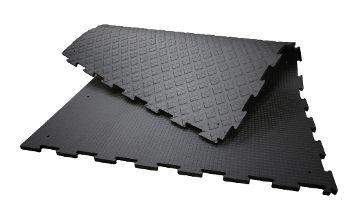KARERA P Laufflächenbelag aus Gummi für jede planbefestigte Fläche im Stall